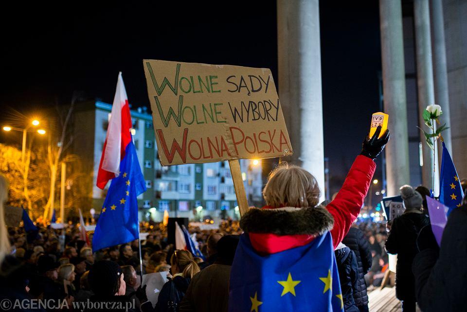 Protest w obronie niezależności polskiego sądownictwa: ''Dziś sędziowie - jutro Ty'. Katowice, 18 grudnia 2019 r.