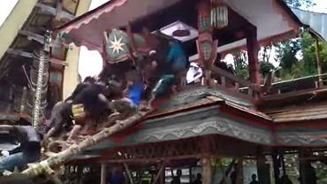 Indonezja. Podczas pogrzebu na mężczyznę spadła trumna z ciałem jego matki