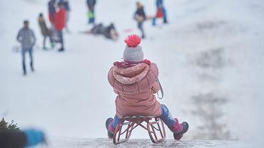 Czy dzieci mogą wychodzić z domu? Sprawdź, jakie obostrzenia obowiązują po 17 stycznia