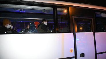 Koronawirus. Polacy z Wuhan są już we Wrocławiu. Wyniki ich badań będą znane w ciągu 48 godzin