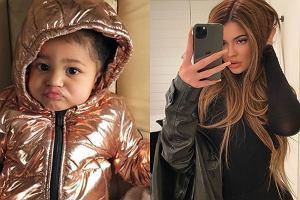 Kylie Jenner założyła córce kolczyki. Fani: Przesadziłaś. To prawda, są ogromne!