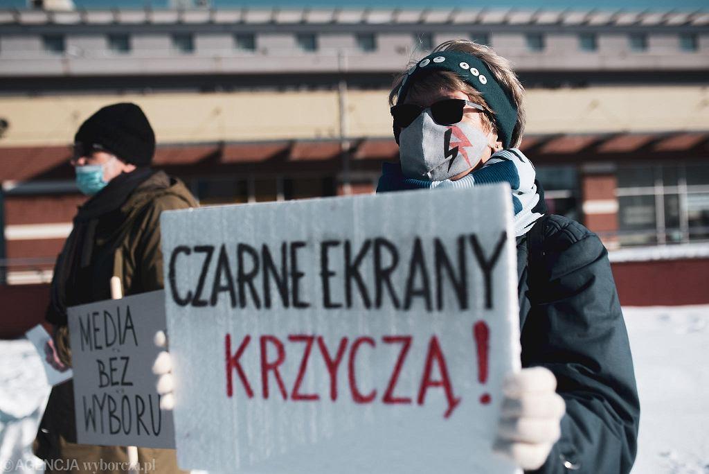 #MediaBezWyboru - protest w obronie wolnych mediów i wolności słowa w Polsce (władze partyjne i państwowe PiS chcą zdławić nieprzychylne im gazety, telewizje i portale obciążając je dodatkowym 'podatkiem od reklam'. Orban na Węgrzech w ten sposób skutecznie pozbył się niezależnych mediów). Gdańsk, 13 lutego 2021