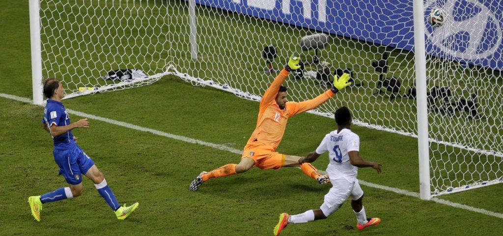 Daniel Sturridge strzela gola dla Anglii