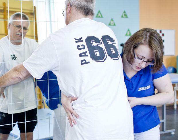Zestaw ćwiczeń nie tylko musi być dobierany indywidualnie, ale i dostosowany do aktuwalnego stanu zrowia oraz samopoczucia pacjenta