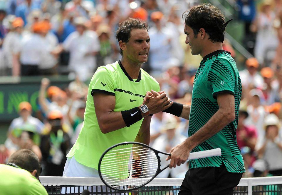 Rafael Nadal i Roger Federer. W 2017 roku czterokrotnie lepszy był szwajcar. Później już się nie spotkali