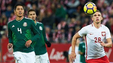 Polska - Meksyk 0:1. Z prawej Jakub Świerczok