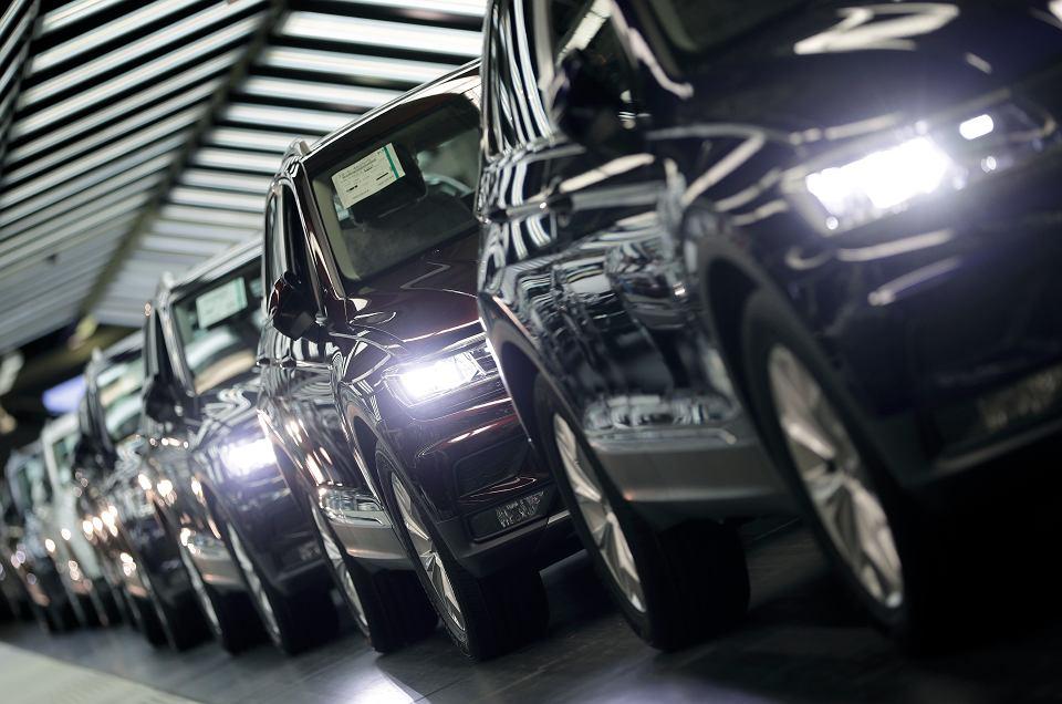 Linia produkcyjna w fabryce Volkswagena w Wolfsburgu.