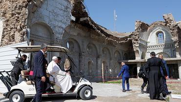 Irak. Papież Franciszek odwiedza miasta zniszczone przez ISIS