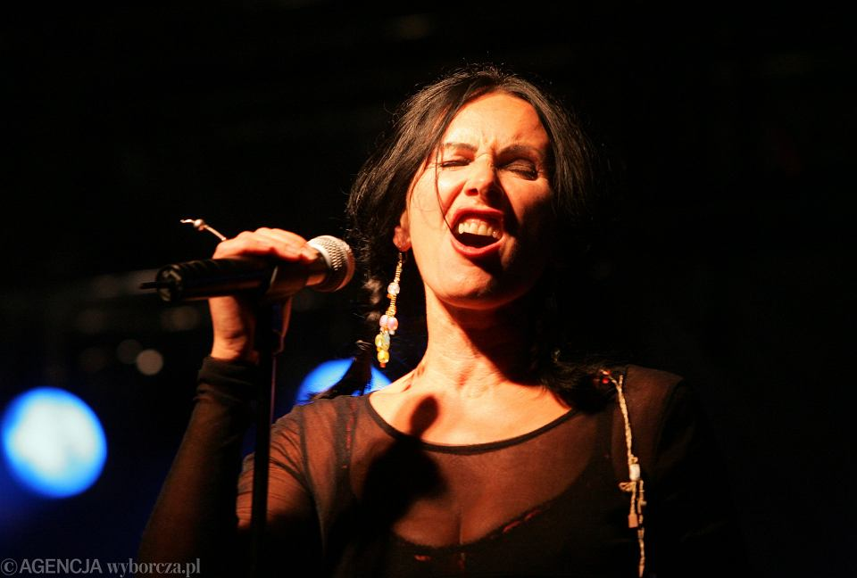 Kora Jackowska, koncert na ul. Piotrkowskiej - 85 lecie woj. łódzkiego. Łódź, 4 września 2004