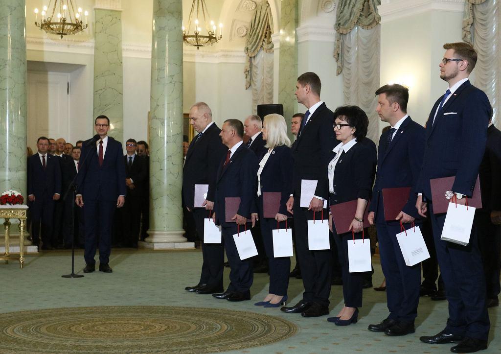 Premier Morawiecki i nowi członkowie rządu