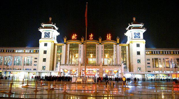 Podróż pociągiem z Pekinu do Tybetu, azja, podróże, Dworzec kolejowy w Pekinie - miks nowoczesności, chińskiej tradycji i komunistycznego rozmachu