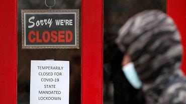 Podczas pandemii koronawirusa w USA ucierpiały wszystkie sektory gospodarki. Grosse Pointe, Michigan, 7 maja 2020