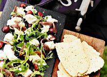 Mozzarella z anchois i wiśniami - ugotuj