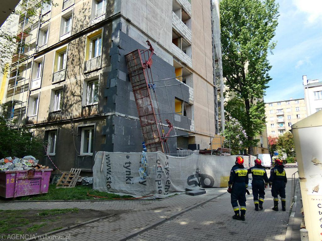 Zarwana winda elewacyjna w Warszawie