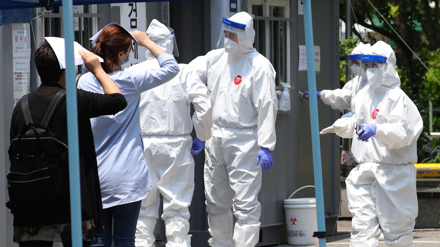 W Korei nowe ognisko wirusa i największy wzrost od tygodni. Ponownie wprowadzają obostrzenia
