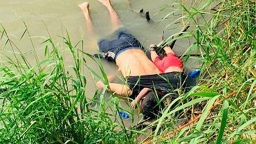 Migranci z Salwadoru,  Oscar Alberto Martinez Ramirez i Valeria - Ojciec i córeczka utopili się w Rio Grande podczas przeprawy do USA. Matamoros, 24 czerwca 2019