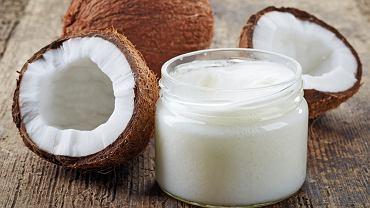 Olej kokosowy jest olejem roślinnym, który otrzymuje się poprzez tłoczenie i rozgrzanie kopry, twardego miąższu orzechów palmy kokosowej (Cocos nucifera).