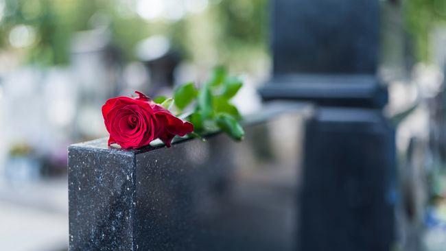 Groby za życia - dlaczego je kupujemy?