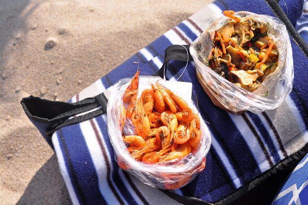 Ukraina; jedzenie na plaży