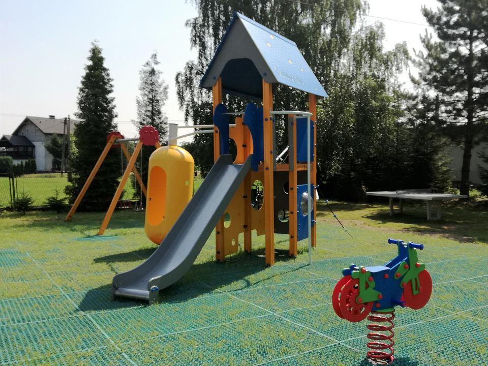 Jeden z placów zabaw w gminie Jasienica