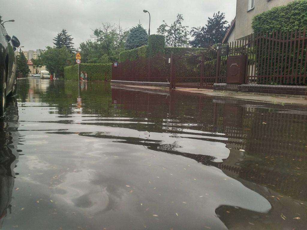 Burza w Warszawie. Zalane ulice Zacisza