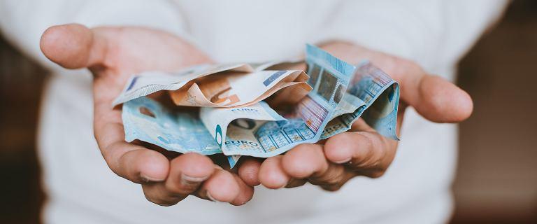 Średni kurs walut - 22.07. Dolar, frank, euro, funt