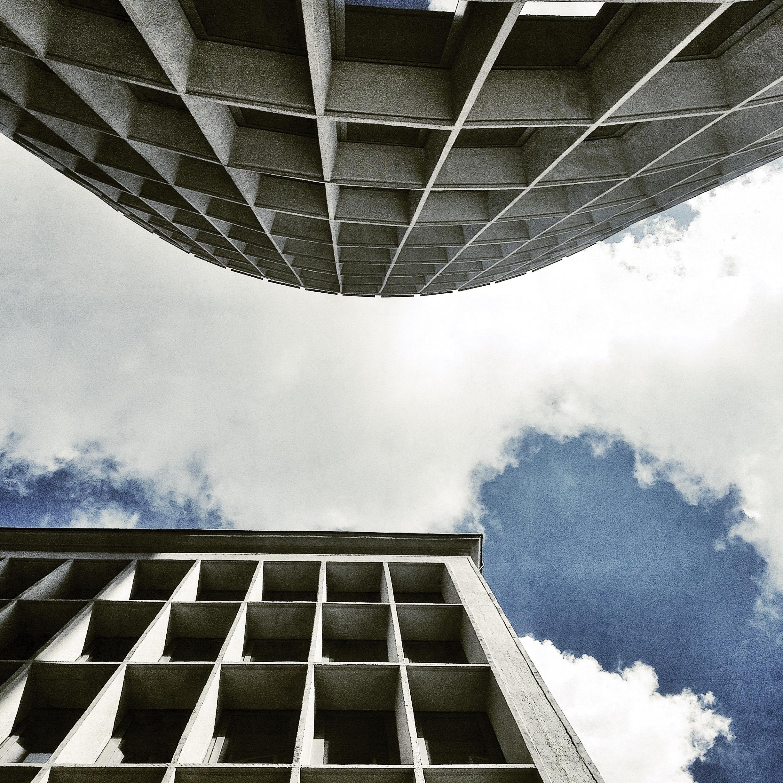 Coraz więcej budynków z tamtej epoki wymaga pilnych interwencji architektonicznych (fot. Filip Springer)