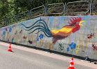 Dzieci namalowały w Pcimiu mural z kogutem. Proboszcz powiązał go z promocją LGBT