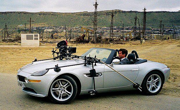 Z8 było również autem Bonda. W filmie Świat to za mało niestety zostało przecięte na pół