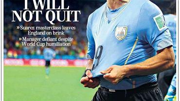 ''The Telegraph'' na stronie tytułowej pisze: ''Fani myślą, że to koniec podczas gdy Urugwaj triumfuje''. Natomiast na pierwszej stronie działu sportowego krzyczy już Luis Suarez i tytuł: ''Hodgson: Nie odejdę''. W relacji z meczu czytamy, że ''Anglia została upokorzona i zamordowana przez piłkarza, który jeszcze miesiąc temu był na wózku inwalidzkim''.<br><br> ''Anglia zasłużenie jest na krawędzi eksmisji z tego epickiego mundialu. Zawstydzony, zgnieciony i całkowicie pozbawiony pomysłów oraz nadziei Roy Hodgson wciąż przekonuje, że jest właściwym człowiekiem, by poprowadzić Anglię do Euro 2016'' - punktuje dziennikarz ''Telegrapha''.