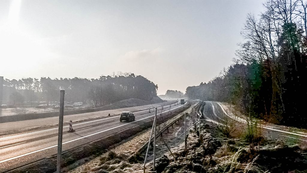 Budowa siatek na drodze krajowej S3 - zdjęcie ilustracyjne