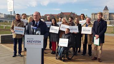 Ostatnia przedwyborcza konferencja prasowa Piotra Krzystka i Bezpartyjnych