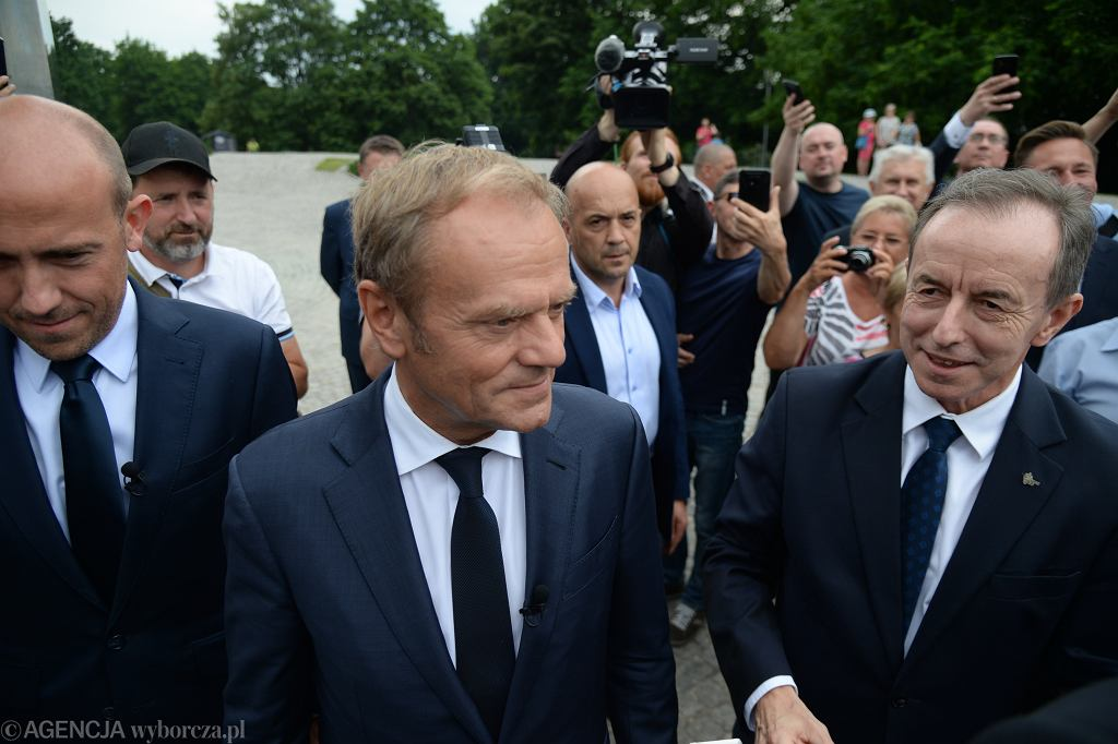 Przewodniczący PO Donald Tusk, marszałek senatu Tomasz Grodzki, wiceprzewodniczący PO Borys Budka