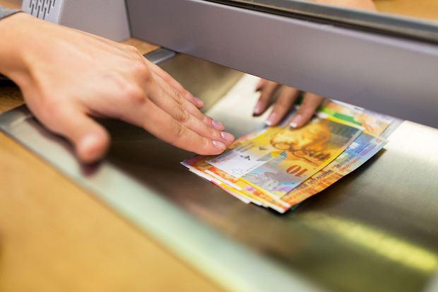 """Kredyt indeksowany, denominowany w CHF, """"odfrankowienie""""... Co trzeba wiedzieć po wyroku TSUE"""