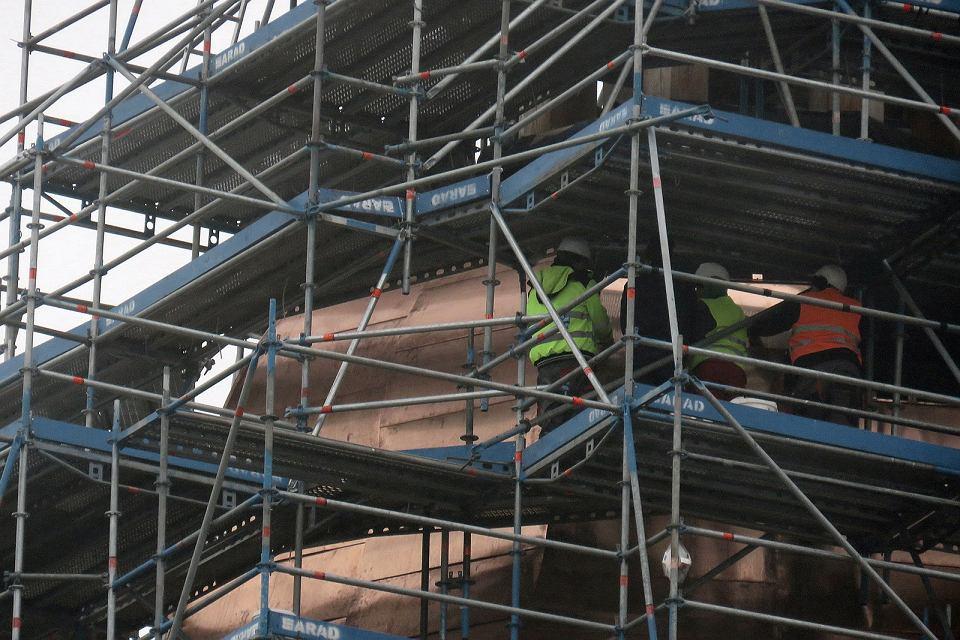 Pokrywanie hełmu wieży katedralnej blachą miedzianą
