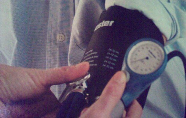 Taki ciśnieniomierz wymaga pewnej wprawy mierzącego. Nowoczesnym skontrolujesz ciśnienie samodzielnie