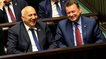 Ministrowie spraw wewnętrznych w rządzie PiS (były - Mariusz Błaszczak i obecny - Joachim Brudziński). Warszawa, Sejm, 20 lipca 2018