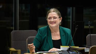 Była posłanka PiS Krystyna Pawłowicz podczas posiedzenia Komisji Sprawiedliwości i Praw Człowieka. Trwa opiniowanie wniosków ws. wyboru na stanowisko sędziego Trybunału Konstytucyjnego. Pawłowicz jest współautorką i gorącą zwolenniczką przepisu, stanowiącego, że sędzia ma przejść w stan spoczynku w wieku 65 lat . Wówczas chodziło o usunięcie z urzędu pierwszej prezes SN Małgorzaty Gersdorf. Dziś, na mocy tego przepisu Pawłowicz nie może zostać sędzią TK (ostatecznie partia ten przepis zignorowała). Warszawa, 20 listopada 2019