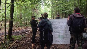 We wtorek (22.08) na drodze jagiellońskiej w Nadleśnictwie Białowieża aktywiści z Obozu dla Puszczy rozpoczęli protest przeciwko wycince drzew, której limit został tu wykorzystany już w ubiegłym roku