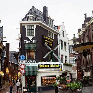 Urokliwe uliczki Amsterdamu idealne naspacer po obiedzie