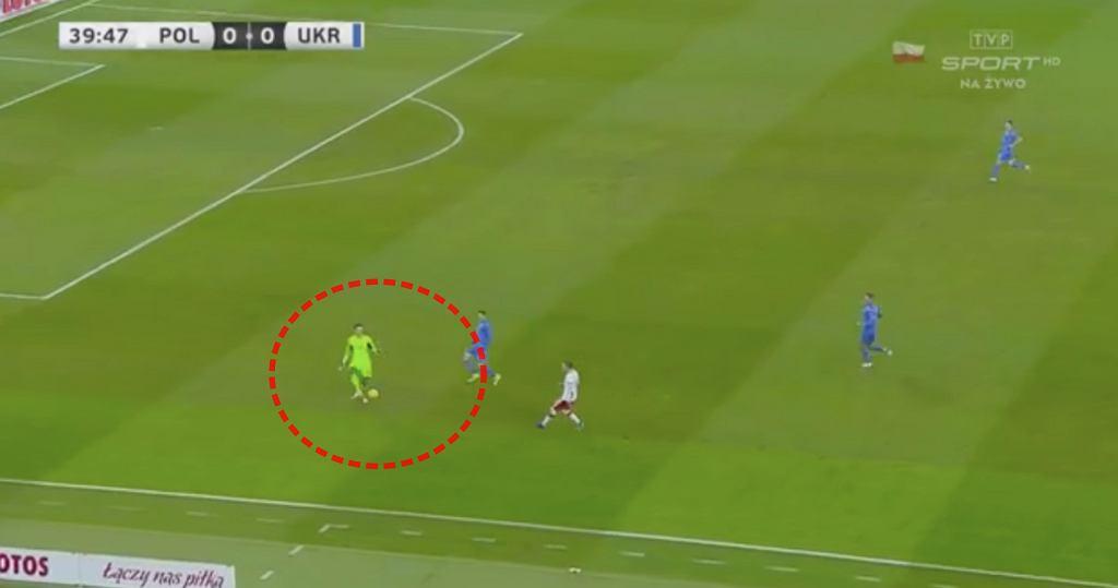 Błąd bramkarza Ukrainy i gol Piątka