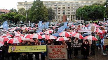 Katowice. Protest nauczycieli przeciwko reformie oświaty