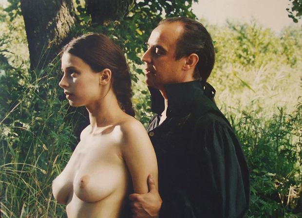 Zdjęcie numer 5 w galerii - Figura zyskała miano seksbomby, ale nie tylko ona rozbierała się na ekranie. Te aktorki nie boją się odważnych scen [18+]