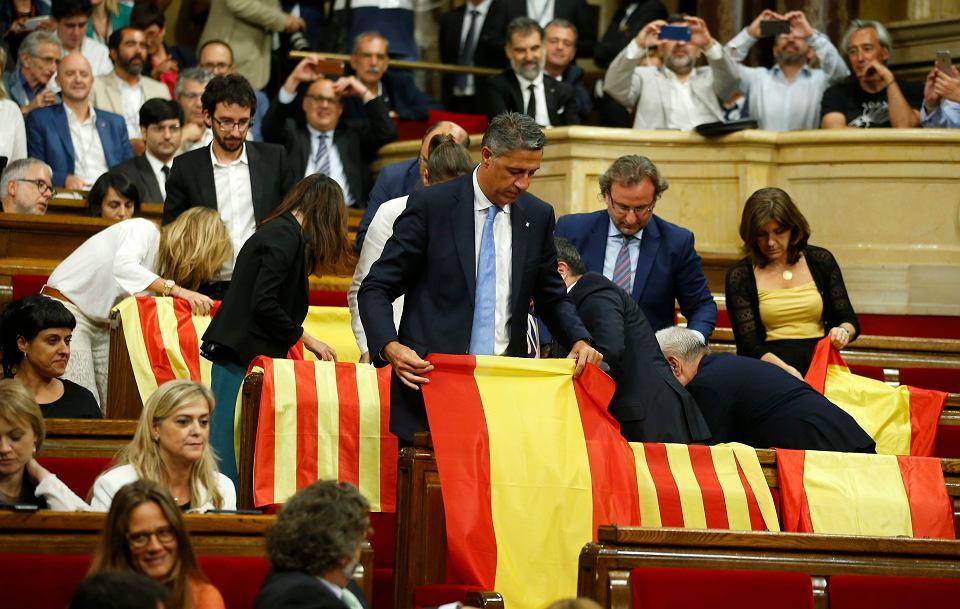 Zamach stanu w Barcelonie. Nacjonaliści przeforsowali w parlamencie referendum o oderwaniu Katalonii od Hiszpanii Madryt do tego nie dopuści
