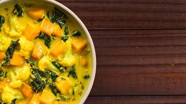 Curry dyniowo-kalafiorowe z chorizo