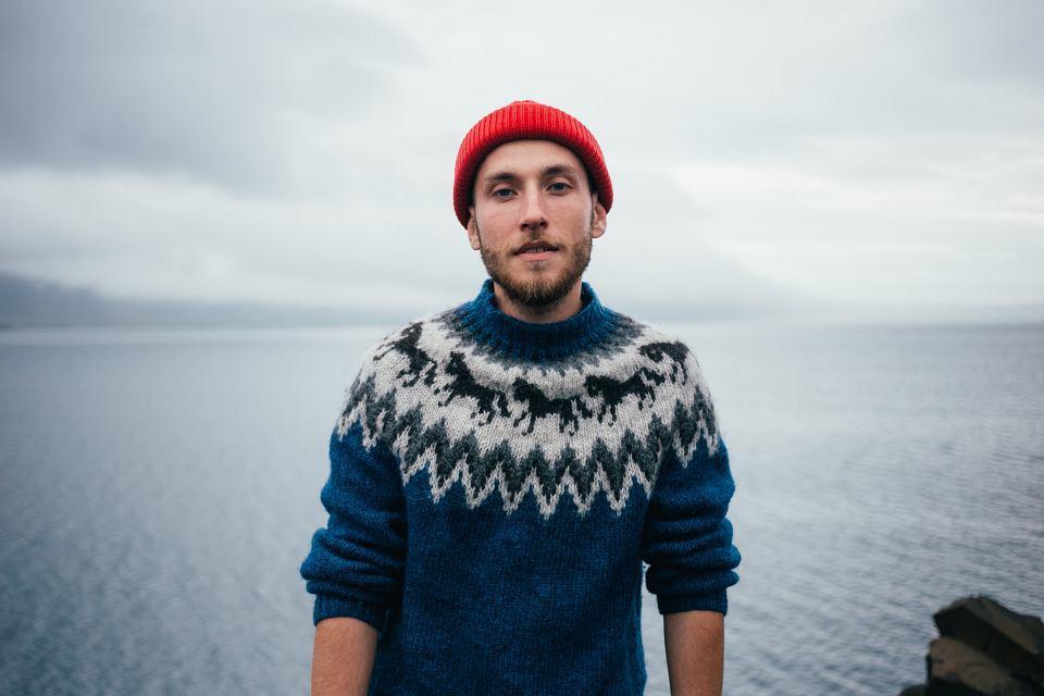 Sweter w górskim stylu