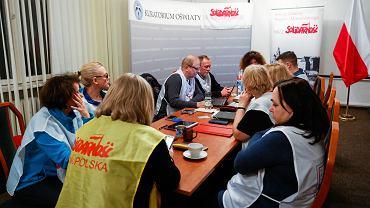 Nauczyciele, związkowcy z 'Solidarności' podczas drugiego dnia strajku - okupują Małopolskie Kuratorium Oświaty. Kraków, 12 marca 2019