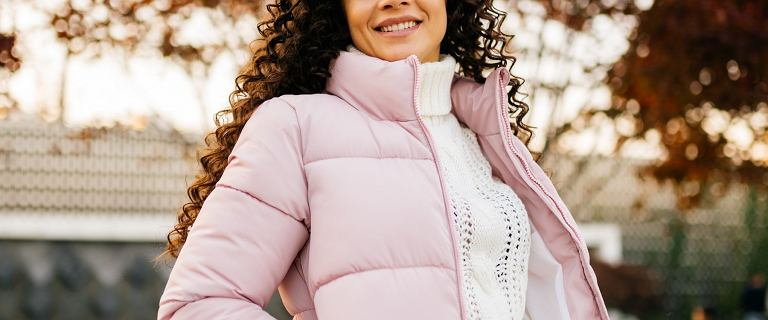 Hit w Biedronce: te pikowane kurtki są za 59,90! Niezwykle ciepłe, lekkie i w przepięknych kolorach