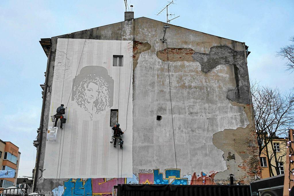 Piotrkowska. Mural z twarzą Magdy Gessler / TOMASZ STAŃCZAK  AGENCJA GAZETA