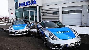 Dwa auta marki Porsche trafiły do służby w poznańskiej policji